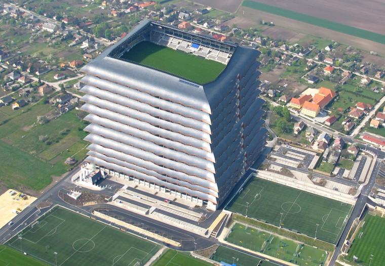 Helyhiány miatt az új stadionokat már csak egymásra tudják építeni.